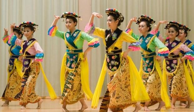 upacara adat Nusa Tenggara Barat