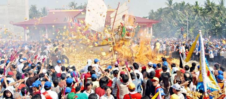 upacara adat Riau
